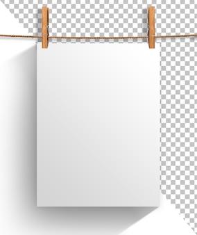 Feuille de papier vide accrochée à la corde à linge