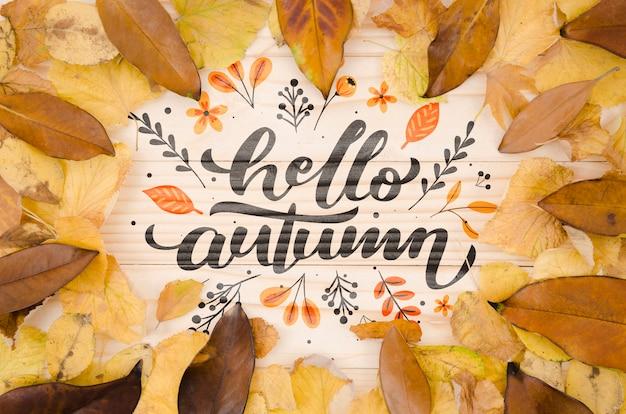 Feuilles sèches encadrant le concept d'automne