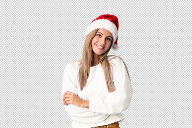Fille blonde avec un chapeau de noël en riant
