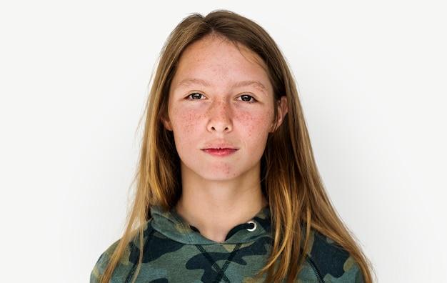 Une fille dans un studio shoot