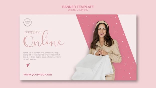 Fille avec des sacs modèle de bannière de magasinage en ligne