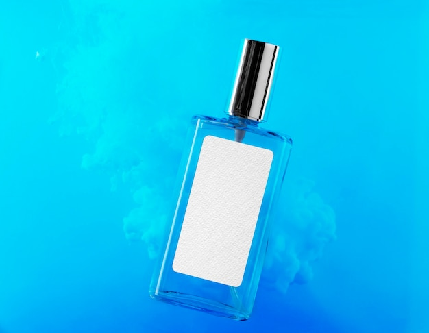 Flacon de parfum avec maquette d'étiquette