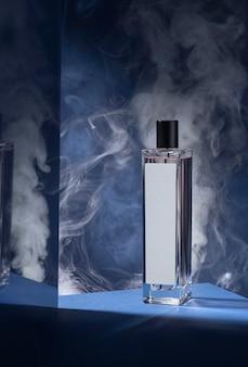 Flacon de parfum et miroir