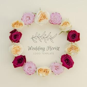 Fleuriste de mariage avec couronne de fleurs