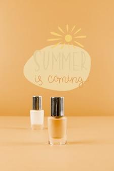 Fond d'été avec vernis à ongles