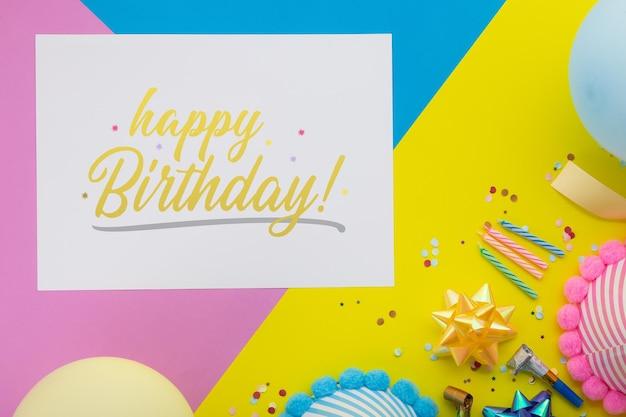 Fond de joyeux anniversaire, décoration de fête plate laïque avec modèle de maquette de carte d'invitation flyer.
