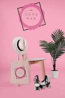 Fourre-tout bacg sur chaise avec maquette