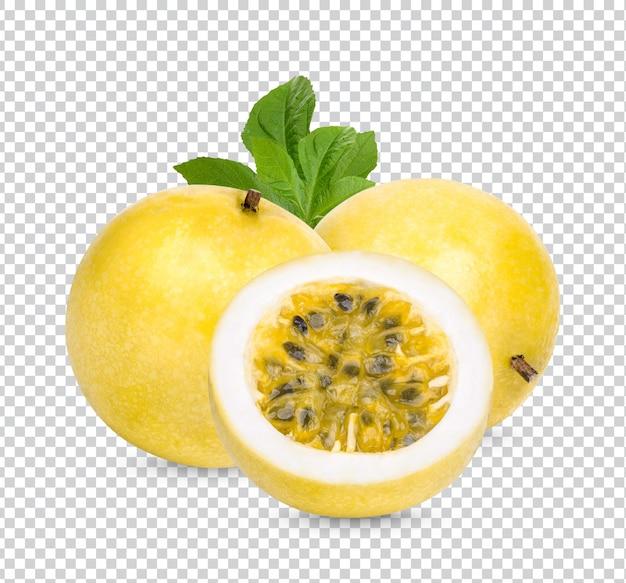 Fruit de la passion; passiflora edulis isolé psd premium