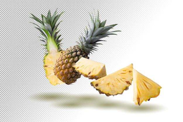Fruits d'ananas et tranches d'ananas isolés