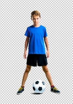 Garçon jouant au football