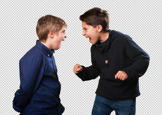 Garçons se battant