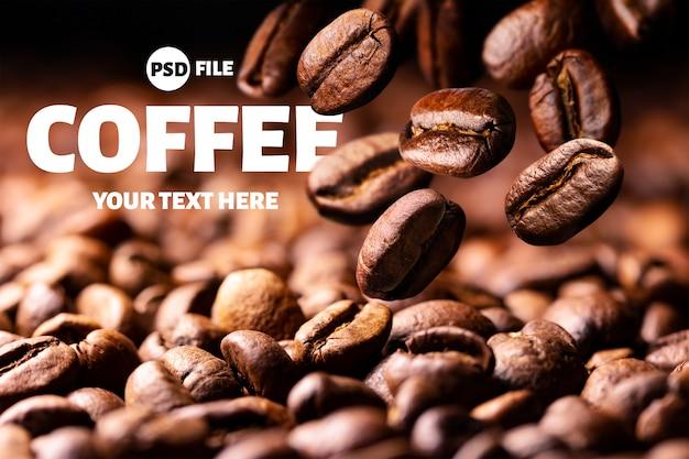 Grains de café torréfiés tombant sur fond noir