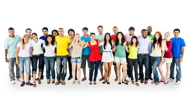 Grand groupe de personnes diverses