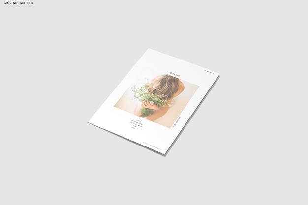 Gros plan sur la brochure de maquette à trois volets isolée