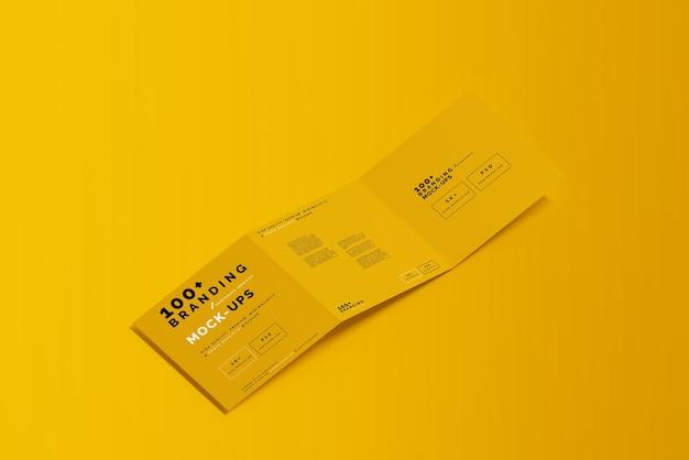 Gros plan sur l'emballage de la maquette de la brochure carrée en trois volets