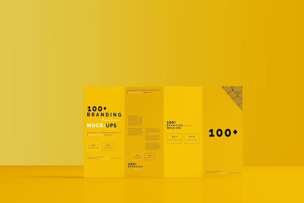 Gros plan sur l'emballage de quatre maquettes de brochures dl