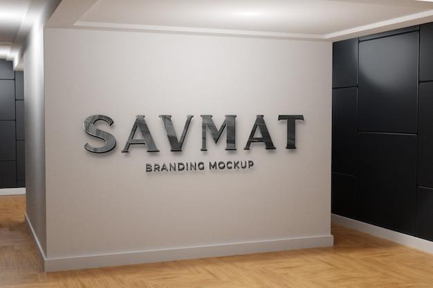 Gros plan sur le logo sur le mur de maquette du front office