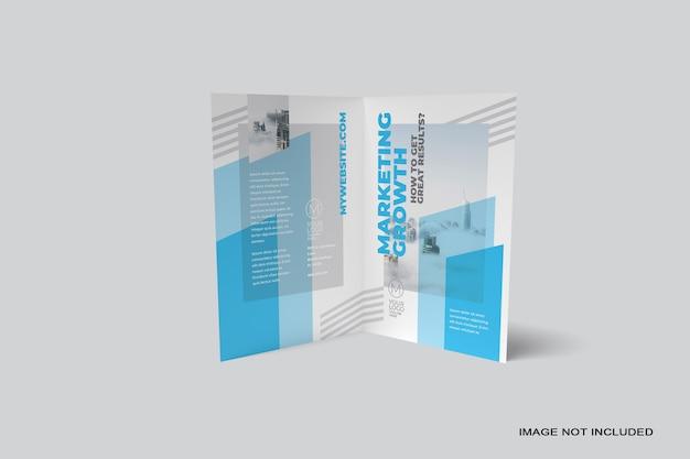 Gros plan sur la maquette de la brochure pliante isolée