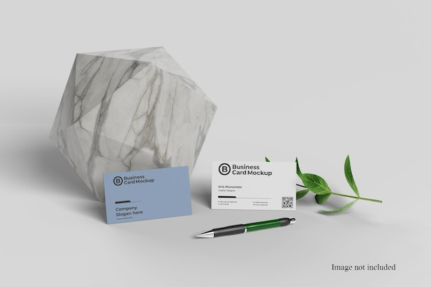 Gros plan sur une maquette de carte de visite minimaliste