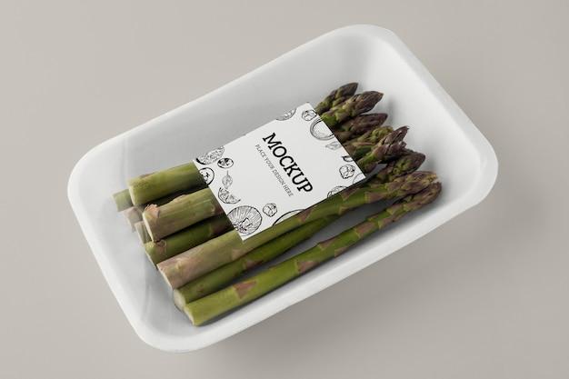 Gros plan sur une maquette d'emballage végétalien