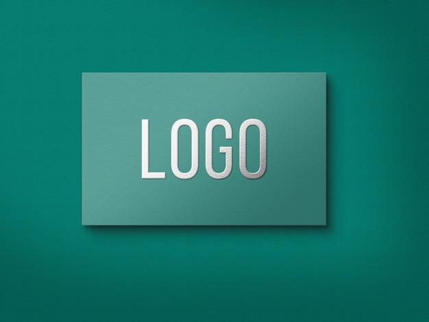 Gros plan sur la maquette de logo feuille d'argent isolé