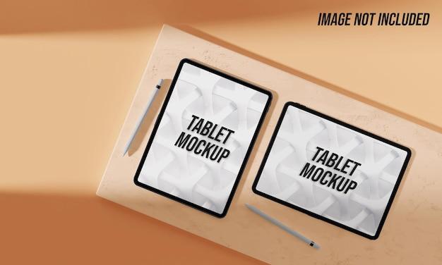 Gros plan sur la maquette de la tablette sur le marbre