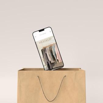 Gros plan sur un panier avec une maquette d'appareil numérique