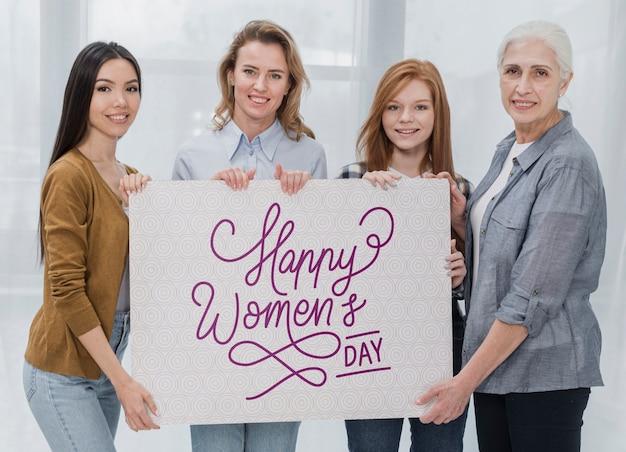 Groupe de femmes d'âge différent ensemble
