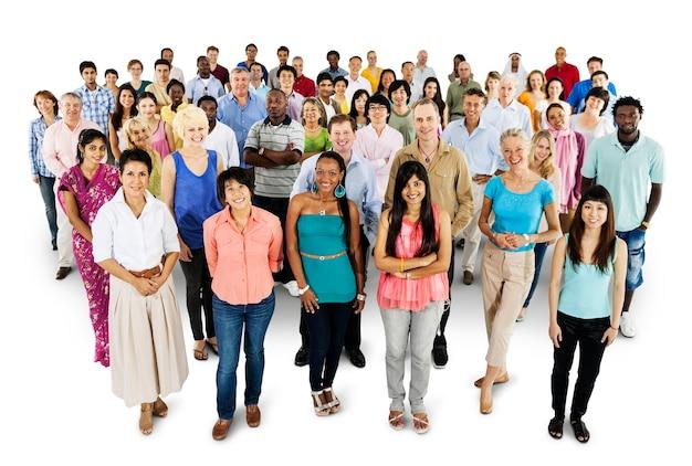 Groupe de personnes diverses debout ensemble isolé sur blanc