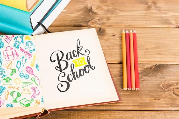 Haute vue à l'école avec livre ouvert