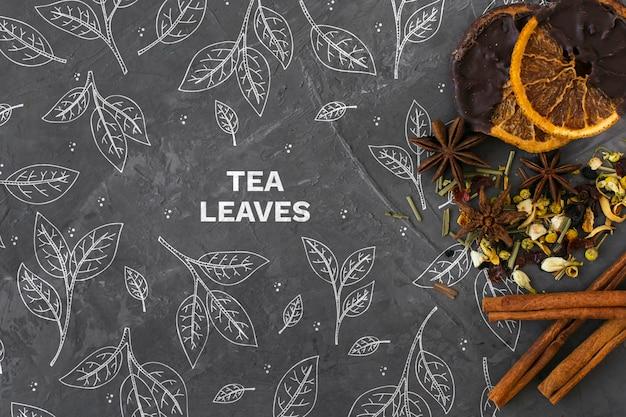 Herbes de thé de papeterie avec des bâtons de cannelle