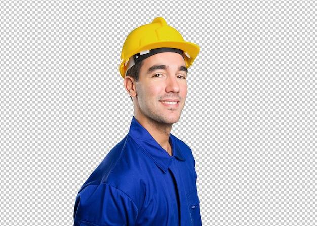 Heureux travailleur posant sur fond blanc