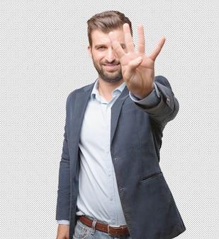Homme d'affaires montrant quatre doigts