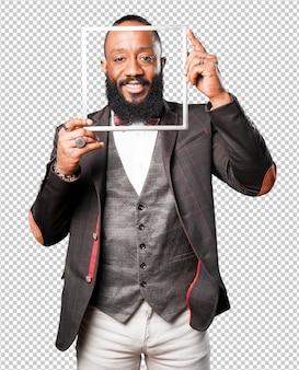 Homme d'affaires noir tenant un cadre