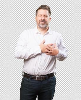 Homme d'âge moyen ayant mal au cœur