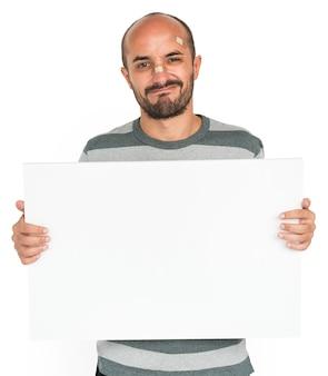 Homme blessé par une blessure blessée tenant un espace de copie de bannière