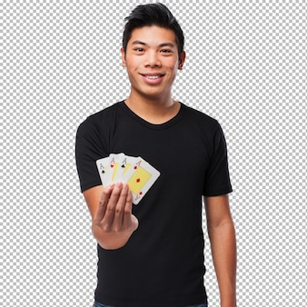 Homme chinois jouant au poker
