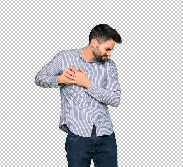 Homme élégant avec chemise ayant une douleur dans le coeur