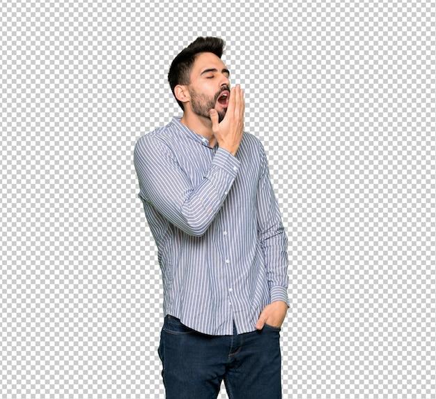 Homme élégant avec chemise bâillant et couvrant grande bouche ouverte avec la main