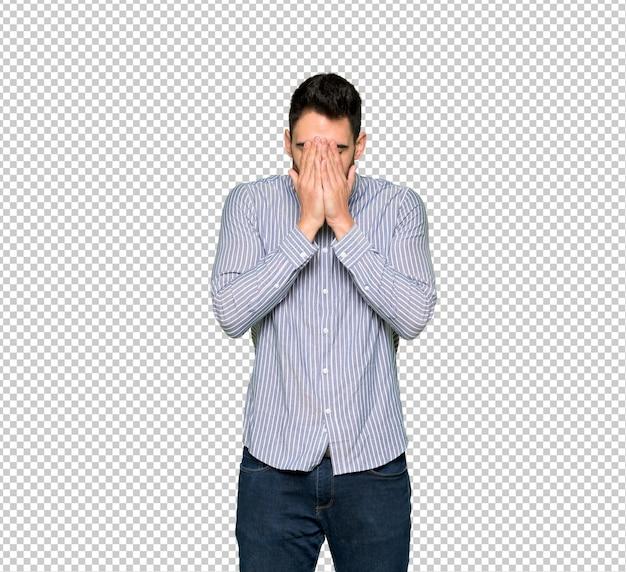 Homme élégant avec une chemise à l'expression fatiguée et malade