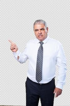 Homme mûr, pointage, à, doigt