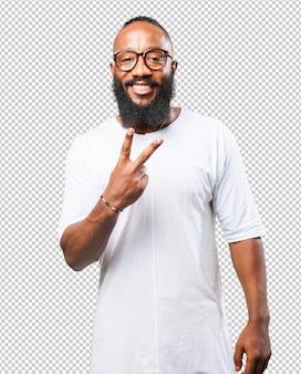 Homme noir faisant signe numéro deux