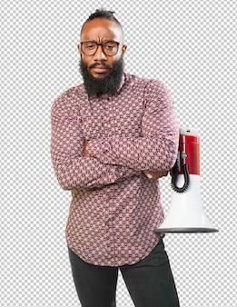 Homme noir avec mégaphone