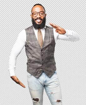 Homme noir montrant un produit
