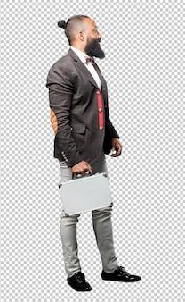 Homme noir tenant une mallette