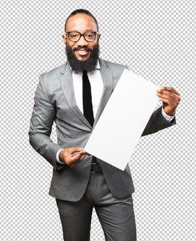 Homme noir tenant une pancarte