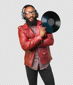Homme noir tenant un vinyle