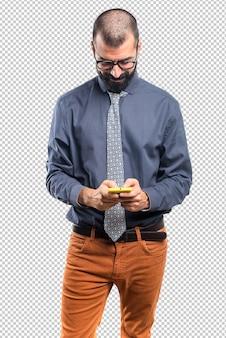 Homme parlant au mobile