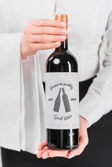 Homme, présentation, bouteille vin