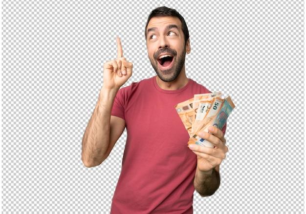 Un homme qui prend beaucoup d'argent dans l'intention de réaliser la solution tout en levant le doigt